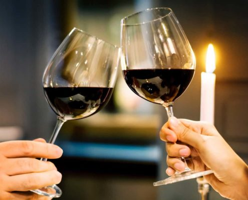 wijnglas vasthouden